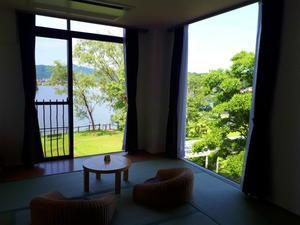 海辺のホテル小さな白い花2日目 - ねこまくら