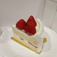 今日のおやつは、アンリ・シャルパンティエのケーキ - カステラさん