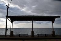 四国を巡るたび 海の見える下灘駅 - 明日はハレルヤ