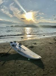 夕暮れの波打ち際を一人歩く幸せな時間 - 海辺のセラピストは今日も上機嫌!