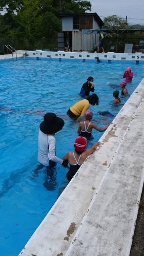 夏休みの水泳指導 - 大好き 西条小学校