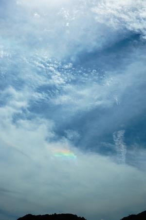 空に虹色が出るのが何となく分かる能力 -