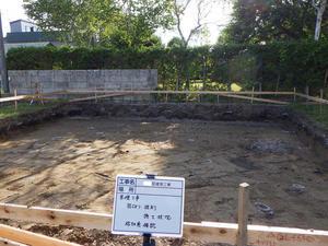 Q1住宅L2T3鷹巣1:平坦な根伐床・砕石地業 - 家づくり西方設計