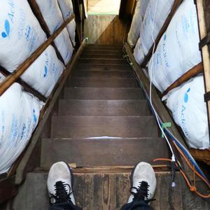 優美堂の階段 - 日曜アーティストの工房