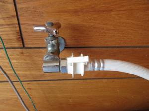 洗濯機給水ホースからの水漏れ - 大工さんが木造住宅作ってるよ。