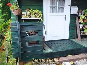 酷暑に負けず再塗装作業に精を出す。 - Martin Island ~空と森と水と~