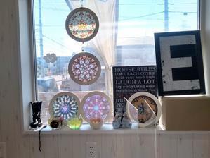京田辺市でローズウィンドウ体験講座(3回目) - R&P Works(Rosewindows & plants works) ヨーロッパ発祥の、ステンドグラスを紙で切り絵して作る「ローズウィンドウ」や植物を窓辺に飾りましょう★