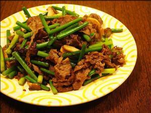 牛肉とニンニクの芽の甘辛炒めとタラのカレームニエル - 人形町からごちそうさま