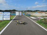 霞ヶ浦湖岸工事中エリアは迂回路ができていました。 - ペダルを踏みしめて進む