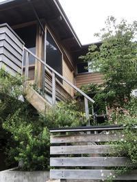 板張りの外壁と軒の出と - 東京の木で家をつくる会のBlog