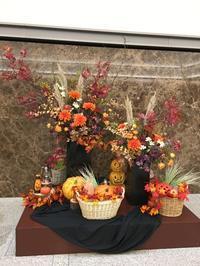 早くもハロウィン仕様な横浜アイマークプレイスのお花 - ワクワク♪ハマっ子野菜作り♪