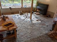 5月から始まった床石貼り、もうすぐGoal! - グルグルつばめ食堂