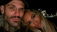 コーリー・グレイヴスとカーメラが婚約 - WWE Live Headlines