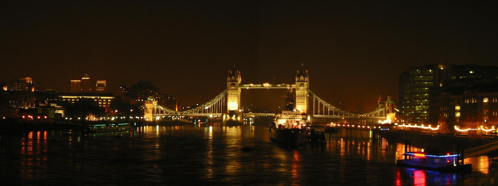 ロンドンブリッジのライトアップ