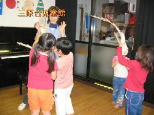 子ども達と、南京玉簾をしたpetanco先生_a0015682_103235.jpg