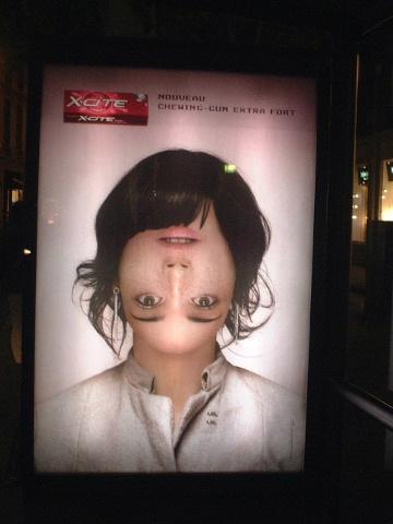 ■バス停の広告・・・_a0008105_7938.jpg