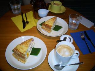 ミルクレープ2つとカフェ・オレ、紅茶