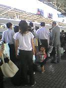 新大阪を出発。やっぱり混んでいる。_b0001864_9551924.jpg