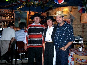 チリ独立記念日を祝うパーティ_b0019313_2244589.jpg