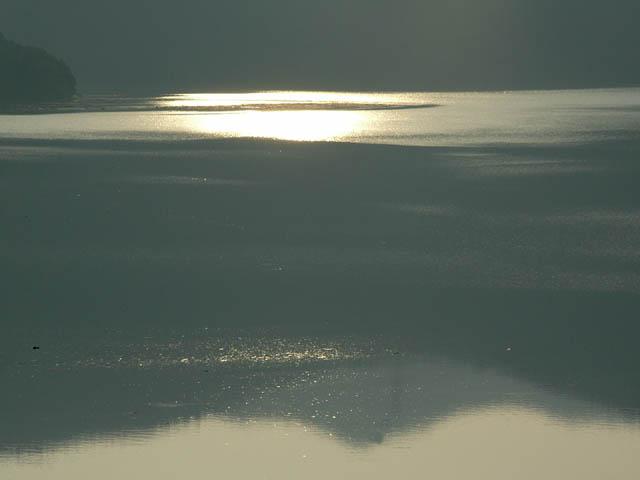 静かな湖面_a0004249_4254898.jpg