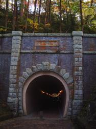 トンネルを抜ける・・