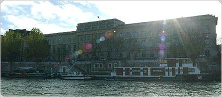 ポン・ヌフ橋からパリ造幣局美術館を望む