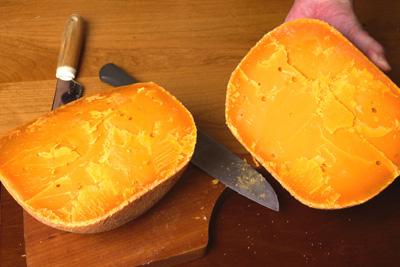 3.2キロのミモレットチーズ_a0003650_2234095.jpg