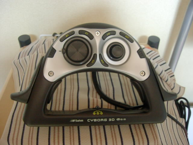 【レビュー】Saitek CyborgPad 3D USB_c0004568_20322828.jpg