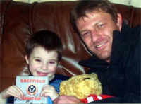 シェフィールドで一番幸せな少年。そしてショーンはブレーズファンをまた増やす_b0064176_232470.jpg