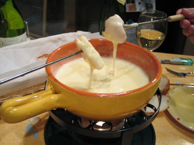 これ、温めるだけのもので、とても簡単でしかも本格的。 しかし次回は、グリ... チーズフォンデュ