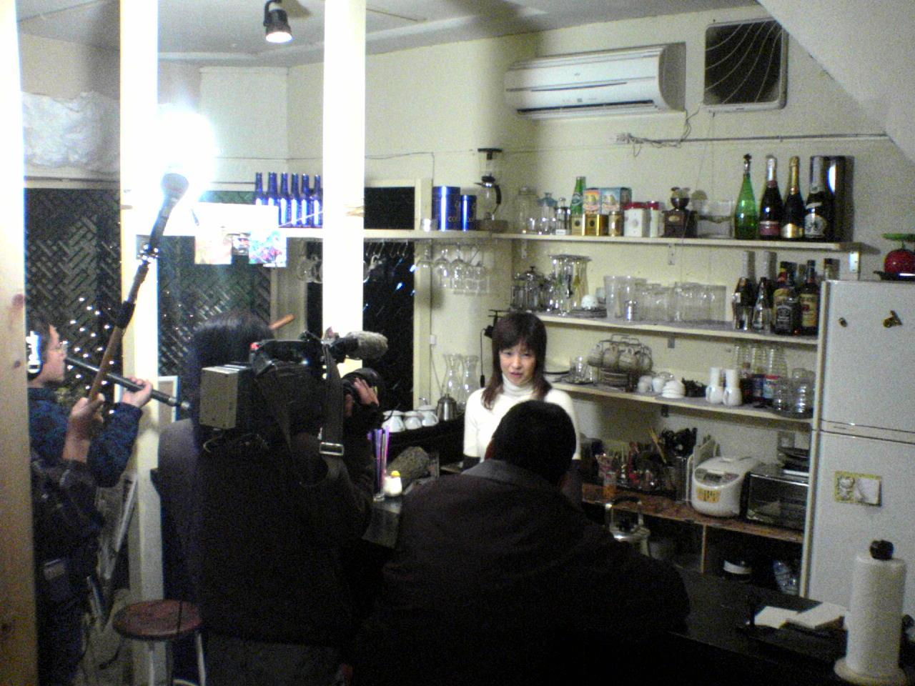 TV取材を受けています。_c0010936_2102289.jpg