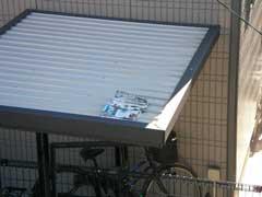 駐輪場の土になりつつある雑誌_b0054727_135144.jpg