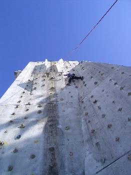 山ではないのですが、人工岩場チャレンジ!_a0016346_20455755.jpg