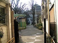 10年ぶりの象の滑り台2(神楽坂・あかぎ児童遊園)_a0028451_2281830.jpg