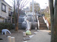 10年ぶりの象の滑り台2(神楽坂・あかぎ児童遊園)_a0028451_229758.jpg
