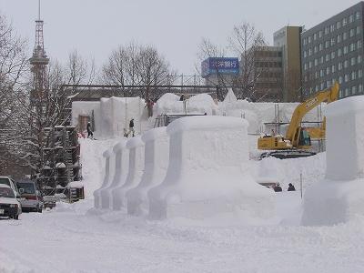 [雪まつり]だいぶ作業が進んできましたね。_a0009562_11151366.jpg