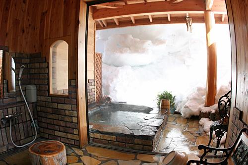 雪の洞窟風呂・・・入ってみたいでしょ?_c0048494_2015457.jpg