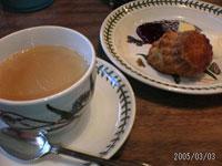 写りはイマイチですが、とても美味!ロイヤルミルクティーはそれぞれ『バニラ』と『キャラメル』のフレーバーでいただきました。