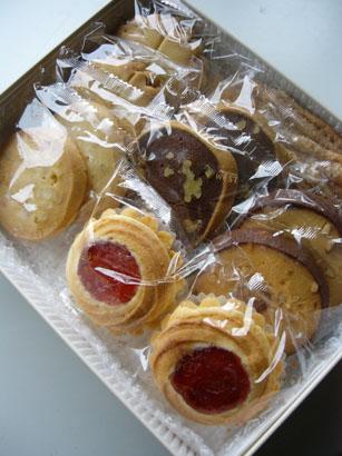 どう見てもクッキーなのになぜにロシアケーキというのか。_b0048834_15365391.jpg