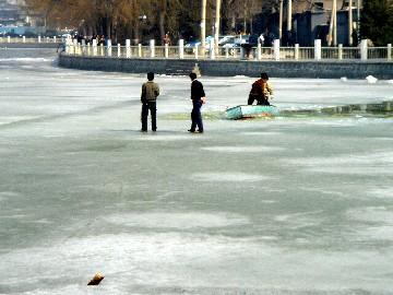 春メキ北京。1週間の間に、湖の氷が全解!?_b0047829_0231110.jpg