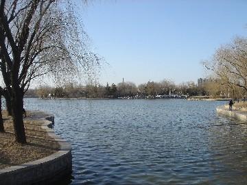 春メキ北京。1週間の間に、湖の氷が全解!?_b0047829_0233995.jpg