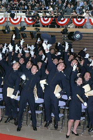 【防大】 防大卒業式、任官者数過去最少 【防衛医大】_b0062429_1259912.jpg
