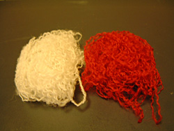 毛糸をほぐす