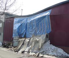 雪の重さで崩壊!_a0024535_20144781.jpg