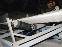 ベルトコンベア船底形搬送が可能なのは、黒ゴムコンベアベルトのみです。_c0056840_1852426.jpg