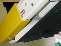 コンベアベルトの裏側に蛇行防止用桟を取り付けても、桟が乗り上げ蛇行することがあります。_c0056840_19196100.jpg