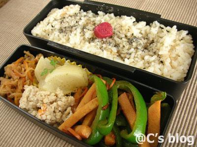 たけのことピーマンのピリカラ味噌炒め 4月28日のお弁当_a0004863_0224960.jpg