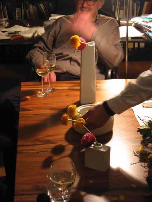ケルンの知人宅で、花を生ける、酔っぱらった勢いで_d0027290_1318772.jpg