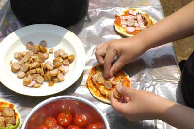 公園でピザを作る会_a0003650_224442100.jpg