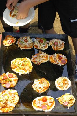 公園でピザを作る会_a0003650_22445335.jpg